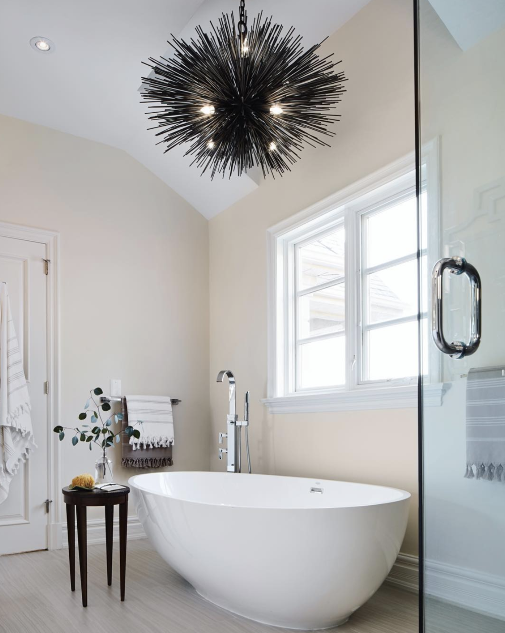 Kelly Wearstler chandelier, interior design by Cynthia Ferguson