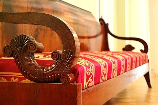 sofa-1603928_640.jpg