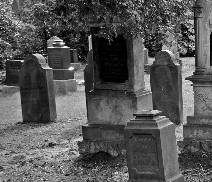 tombstone-2254390_1920.jpg