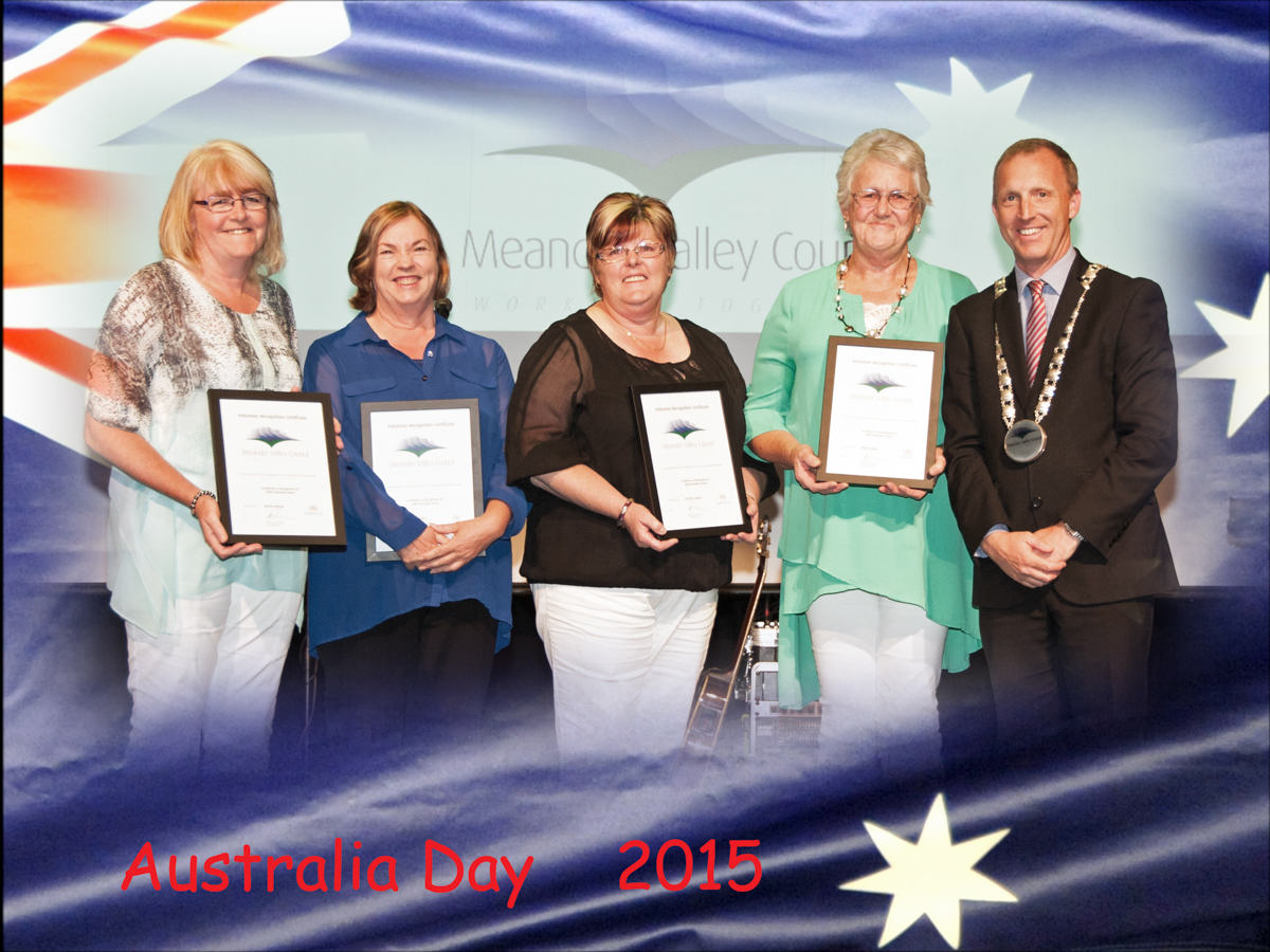 L_R_Volunteers Katrina Winzar_Rayma Wilson_Christine Pickett_Wendy Huett with Mayor Craig Perkins