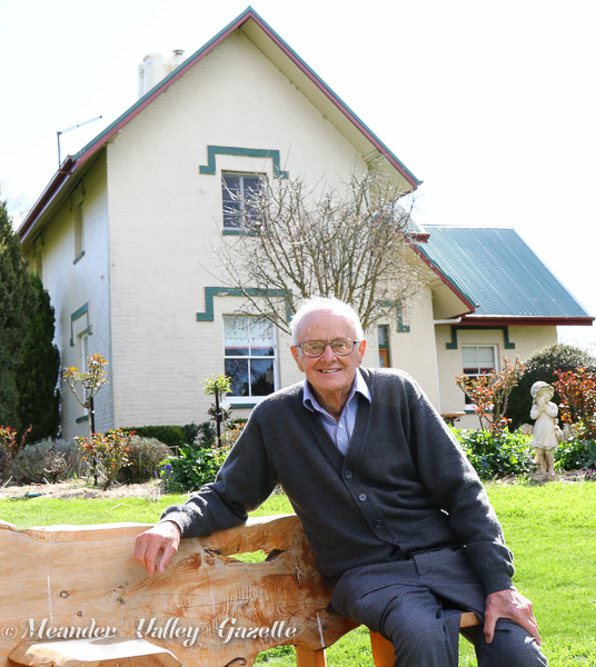 Graeme Davis Tahara Farm house featured in In Pioneers Footsteps a history of Deloraine