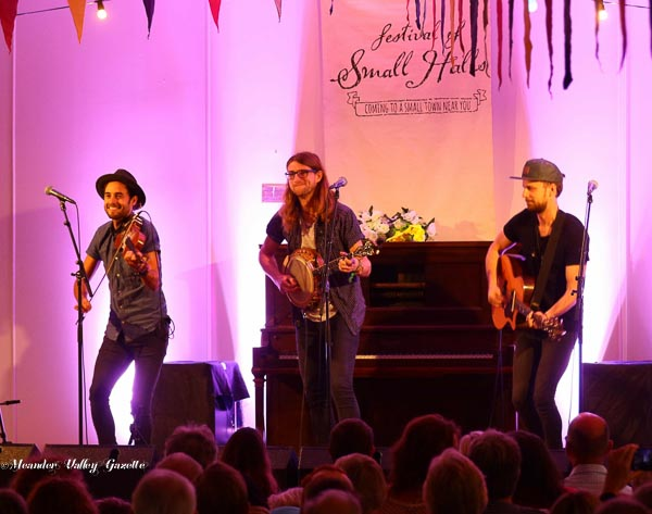 East Pointers (Canada) Play Festival of Small Halls Chudleigh 2016