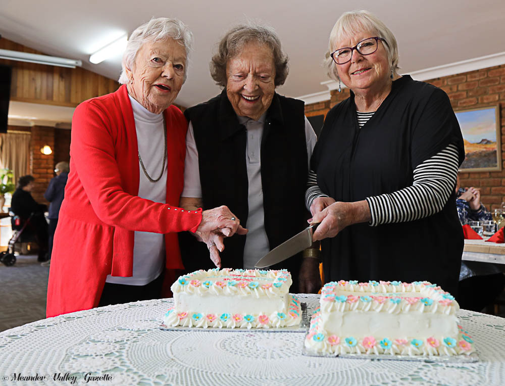 L-R Marie Brearley, Shirley O'Connor and Robyn Radford celebrate the 30th Anniversary of the Residential Villiage.