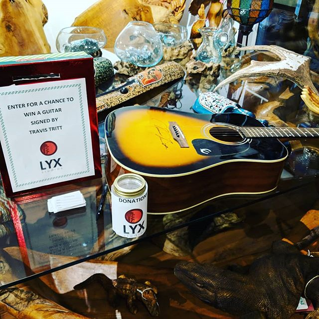 Come enter to win a guitar signed by Travis Tritt!!!!! #lightupblackdiamond
