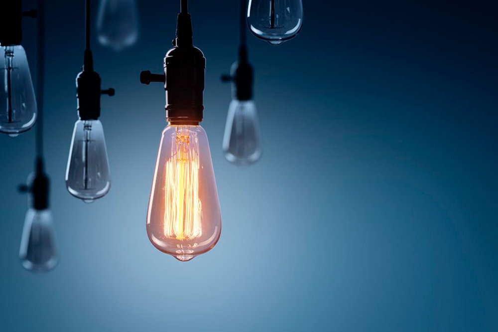 Innovative og iderige - Vi kan lide at være anderledes og innovative. Vi ønsker at skabe konkrete løsninger for vores kunder i stedet for blot at tale. Vores effektivitet sparer vores kunder for spildt tid og spildte penge. Hos Summ sætter vi teknologi i højsædet og ønsker derfor at ændre billedet af revisorer som grå og kedelige.
