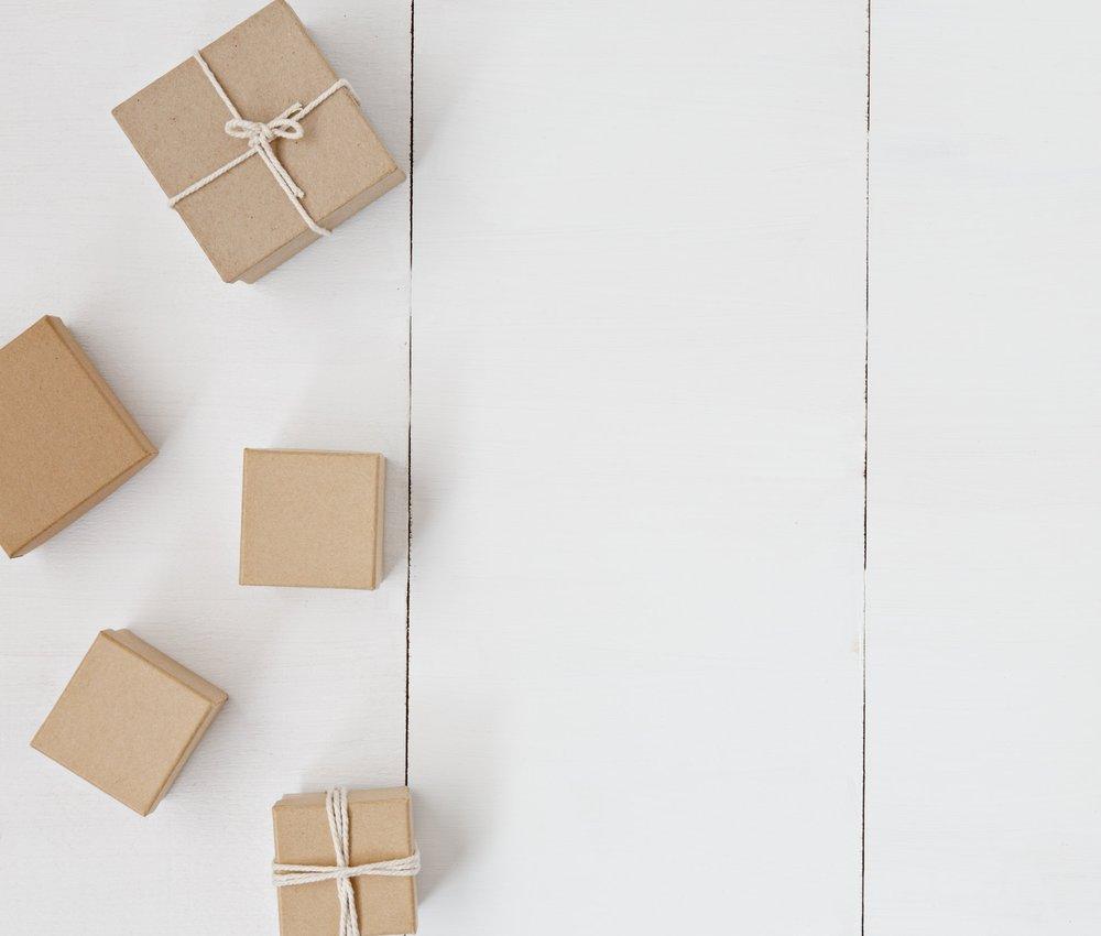 """Thinking out of the box. - Vi er anderledes og har det bedst i uvante rammer. Vi forsøger altid at tænke ud af boksen for at kunne optimere vores kunders økonomifunktion maksimalt. Vi lever efter princippet """"work smarter – not harder"""". Vores faglighed sikrer, at vi kan tænke ud af boksen i forhold til økonomiske problemstillinger, og at vi altid er innovative og løsningsorienterede."""