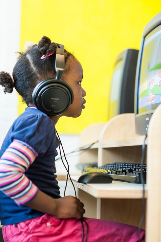 Onze Missie - De Slotermeerschool werkt aan de zelfstandige, kritische werkhouding van kinderen. Wij stimuleren de kinderen zelf verantwoordelijkheid te nemen voor hun eigen leren. Wij begeleiden de kinderen bij het opstellen van eigen leerdoelen en het plannen hoe deze te realiseren.Meer info