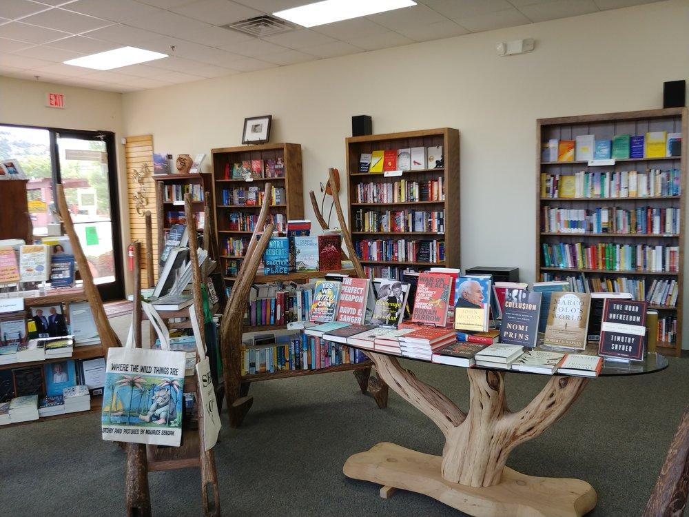- Literate Lizard Bookstore