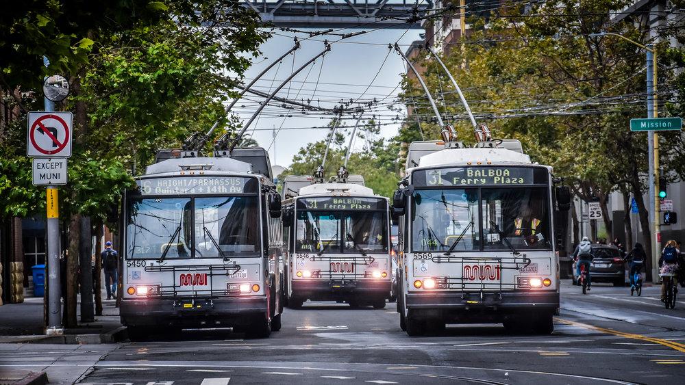 Trolejbusy Škoda 14 Tr se podařilo ve verzi označené jako typ 14 TrSF dodat až do San Franciska. Zde jsou vozy stále v provozu, jak ukazuje tento snímek ze srpna 2018. (foto: Honza Tran)