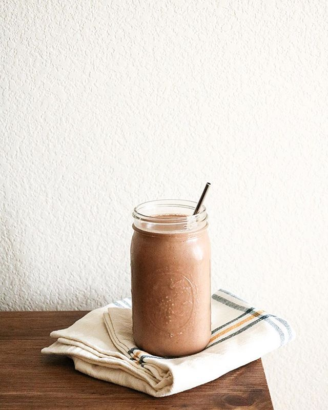 Good morning everybody & happy national chocolate milkshake daaaay 👏🏼 today I collaborated with one of my favorite brands, @drinkkoia to bring you guys a super simple & creamy chocolate milkshake recipe using their chocolate protein drink (which tastes like chocolate milk)!! it hits the spot. trust me. . . . VEGAN CHOCOLATE MILKSHAKE 3 frozen bananas 1 1/2 cups chocolate Koia 1/2 cup coconut milk 1 Tbsp cacao powder pinch of sea salt . . . Blend all of these ingredients together in a blender & pour into a large glass - enjoy with some vegan whipped cream/coconut cream or some chocolate chips! Seriously, this drink is decadent & delicious as a classic diner milkshake. maybe even better. #ad . . . https://www.instagram.com/drinkkoia/ facebook.com/drinkkoia https://twitter.com/drinkkoia