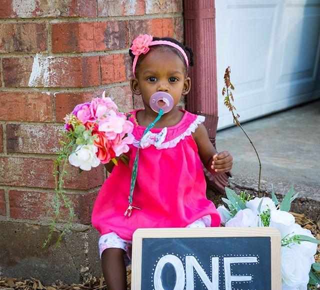 Someone's birthday is coming up!  #photographer #babygirl #photography #photoshoot #photooftheday #momlife #momswithcameras