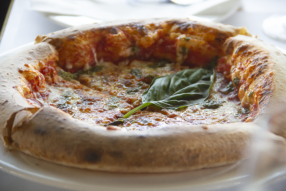 Pizza Margarita- tomato sauce, basil & cheese -Sauce tomate, basilic et fromage - Pizza Margarita