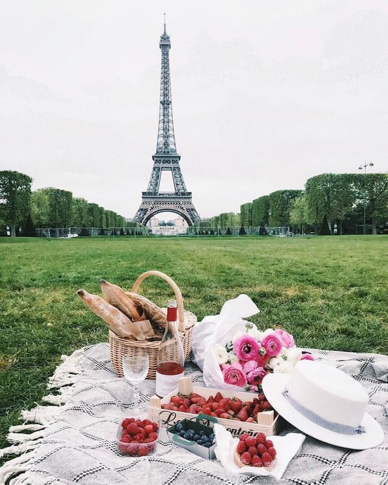 Eiffel Tower Picnic.jpg