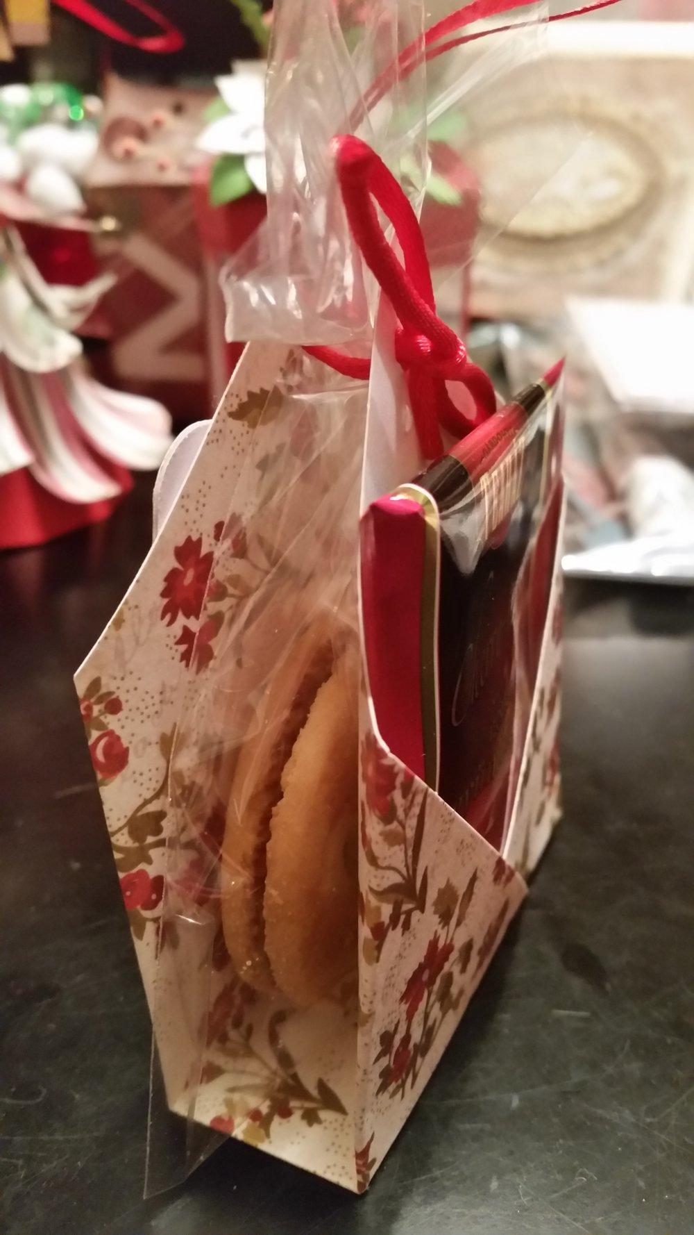 Συσκευασία τσάϊ και μπισκότο