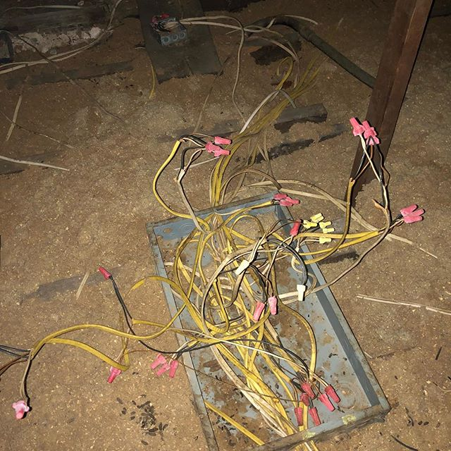 Electrical gone wrong.... I won't even humor you with the amount of things wrong with this pic.  Sometimes you just gotta suck it up and hire a pro. #ididitmyself #atlantahomeinspection #atlantahomeinspections #atlantahomeinspector #atlantarealtors