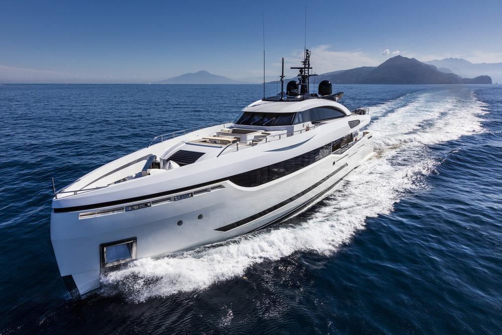 divine-yacht-4.jpg