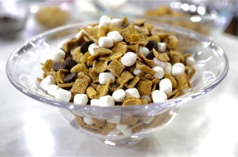 smores-snack-mix-today-170810-tease_cc4b0956f36e5548c35adc0a68696322.today-inline-large