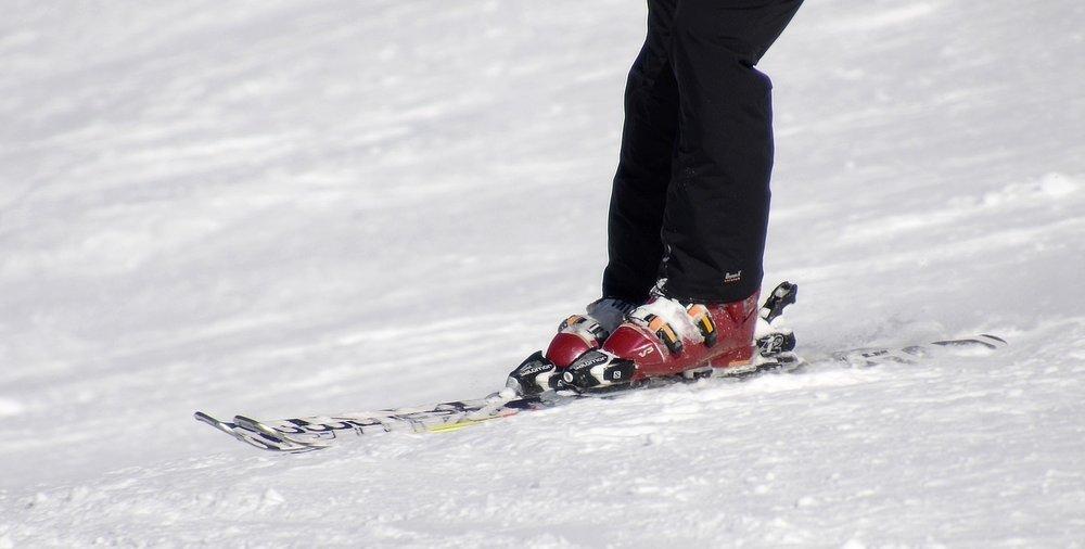 skiing-2087119_1920.jpg