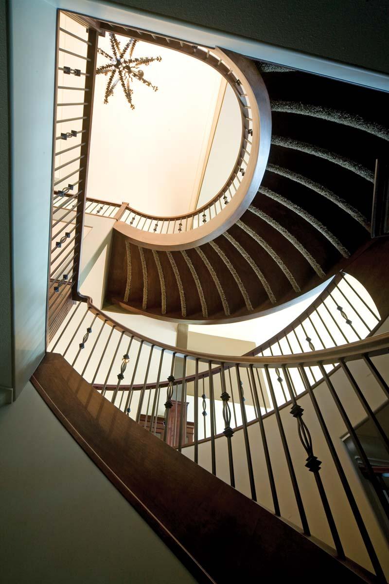 rocy-craftsmanship-circular-staircase-02.jpg