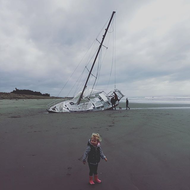 How on earth? 🤔 . . #newbrightonbeach #shipwreck #nyahjade #christchurchnz #christchurch