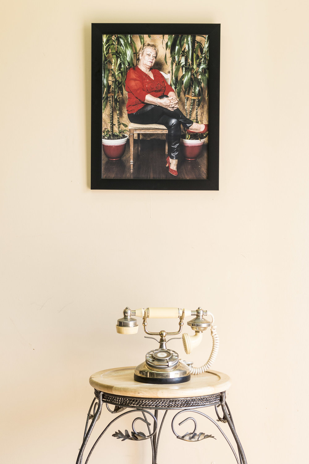 "Siempre Fui Brava_5""_framed photograph,rotary phone and stand,2017"