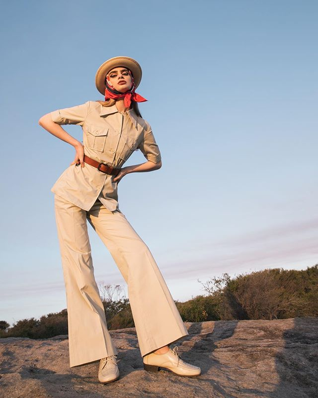 Outback safari 🌵 Photography Cybele Malinowski @cybism Styling by me Model @indigohanlon @kultmodels MU @cherrycheungmakeup Hair @caraclyne  Assistant @paigge Post Prod @justinmalinowskiphoto Safari suit and accessories @fasterpusssycat 🖤 Hat @strandhatters 🖤