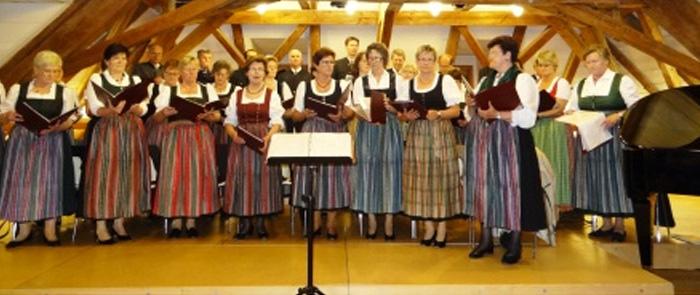 Der St. Konrad-Chor wurde im Jahr 1979 von Ferdinand Huber und Georg Hödlmoser als Kirchenchor gegründet. Seit 1991 leitet Gottfried Stockinger als Chorleiter die musikalischen Geschicke der großartigen Singgemeinschaft.