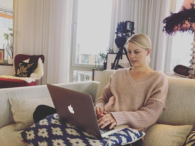 Office of the day. In cosy clothes in my sofa with my laptop in my knee and the snow falling outside the window. Where are you creating from today? . . . #businessdonewhere #businessdonedifferent #businessmindset #howblondecanyoube #dontquityourdaydream #homeoffice #officeoftoday