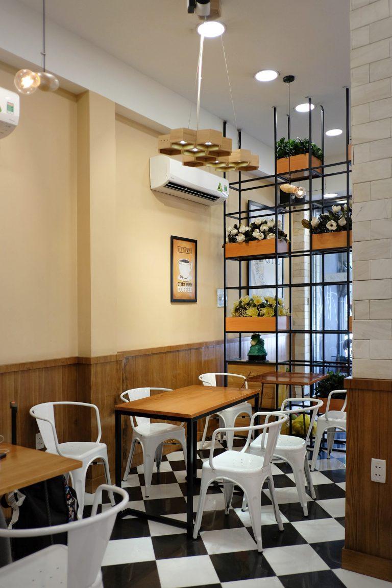 trang-tri-cua-hang-banh-cafe.jpg