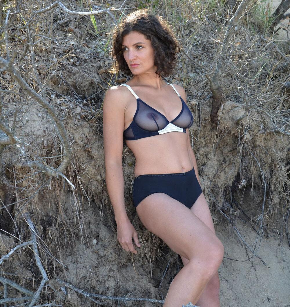 Théia • soutien-gorge triangle 85€ et culotte haute modal 48€