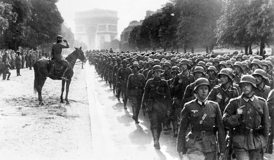 german-troops-paris.jpg