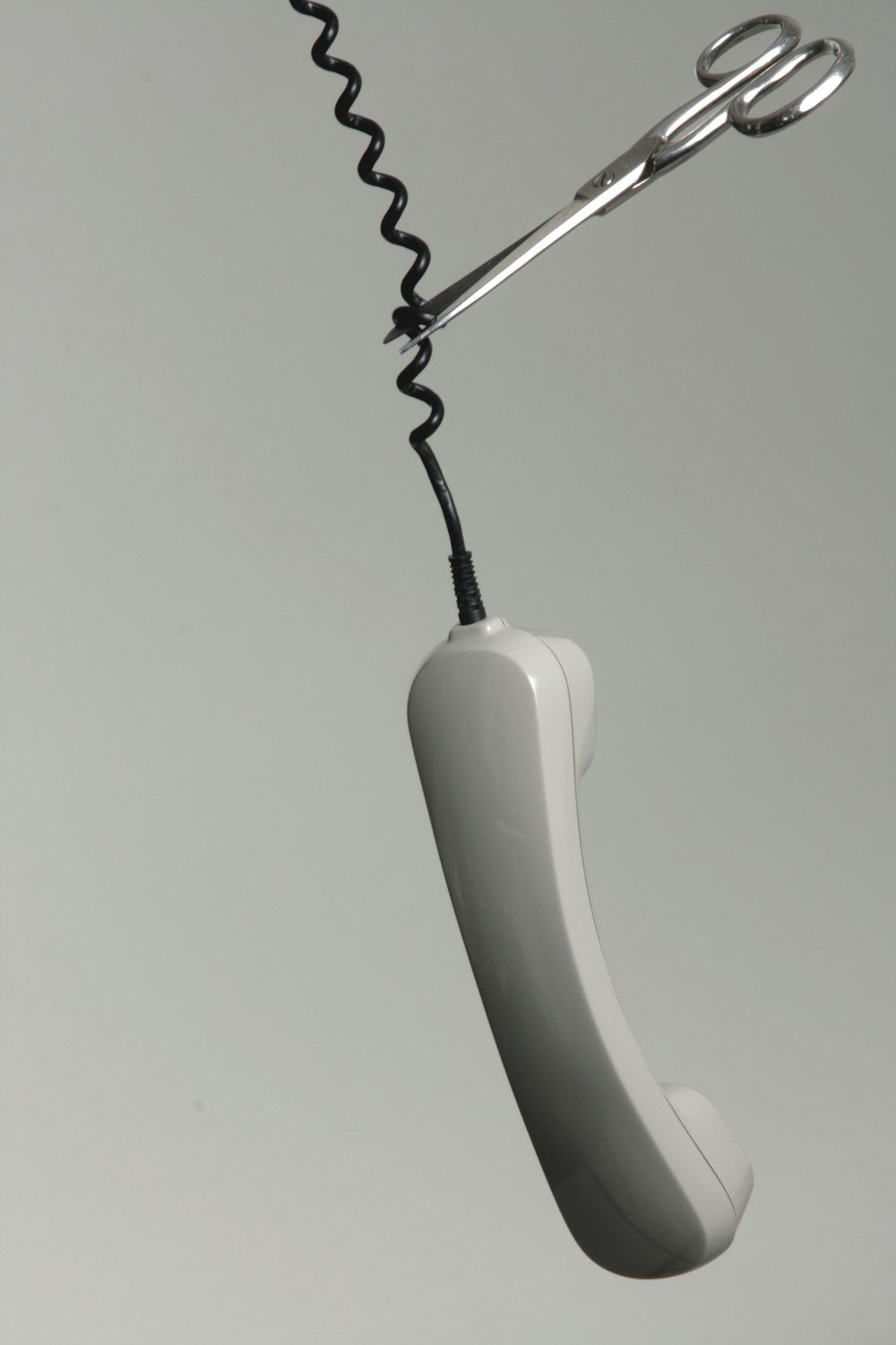 black-and-white-cable-connection-434349.jpg