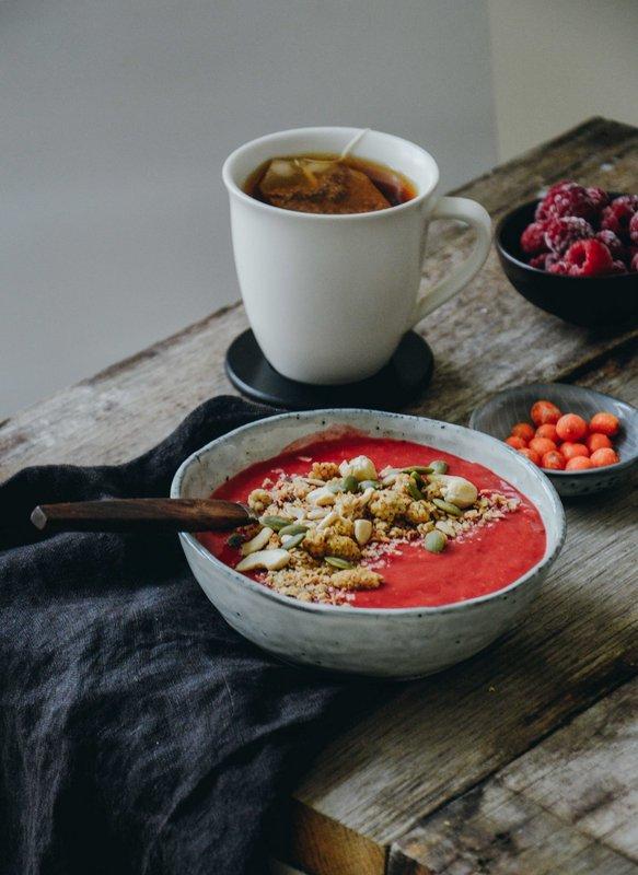 Raspberry, mango and sea buckthorn smoothie bowl