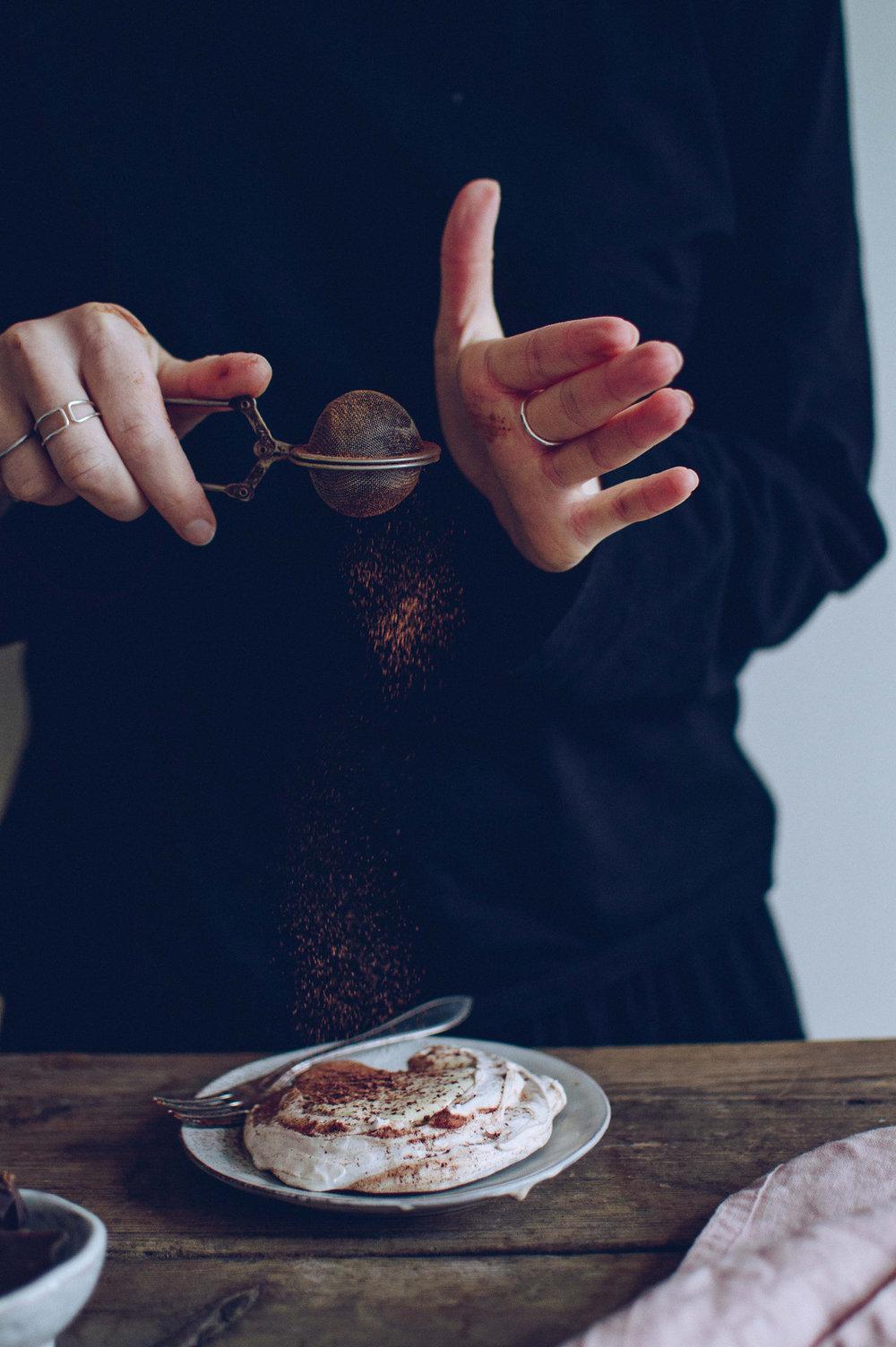 Vegan mini pavlovas with chocolate | 北欧厨房