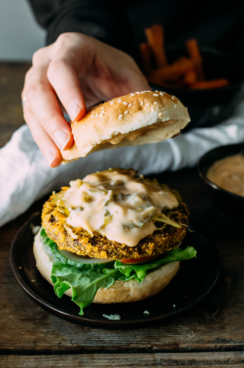 Vegan chickpea burgers with thousand island dressing | The Nordic Kitchen