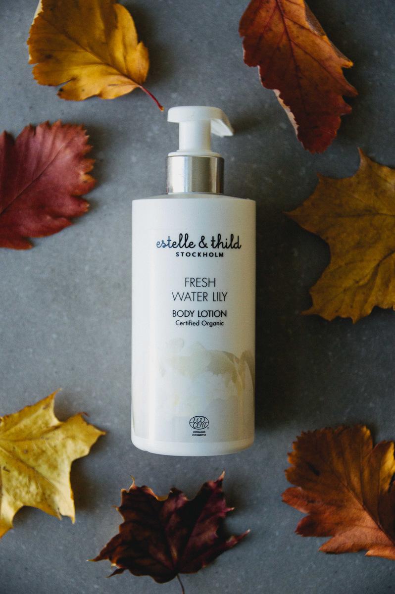 身体乳液:来自Estelle的淡水百合& Thild
