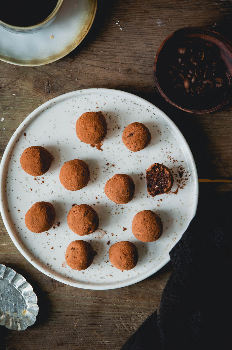 Chocolate energy balls with cashew butter and coffee | The Nordic Kitchen
