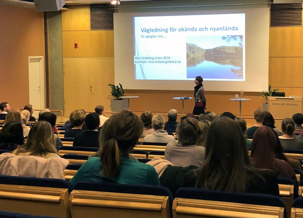 Mia Lindberg delade med sig av sina erfarenheter kring bemötande av okända och nyanlända i sin yrkesroll som studie- och yrkesvägledare.