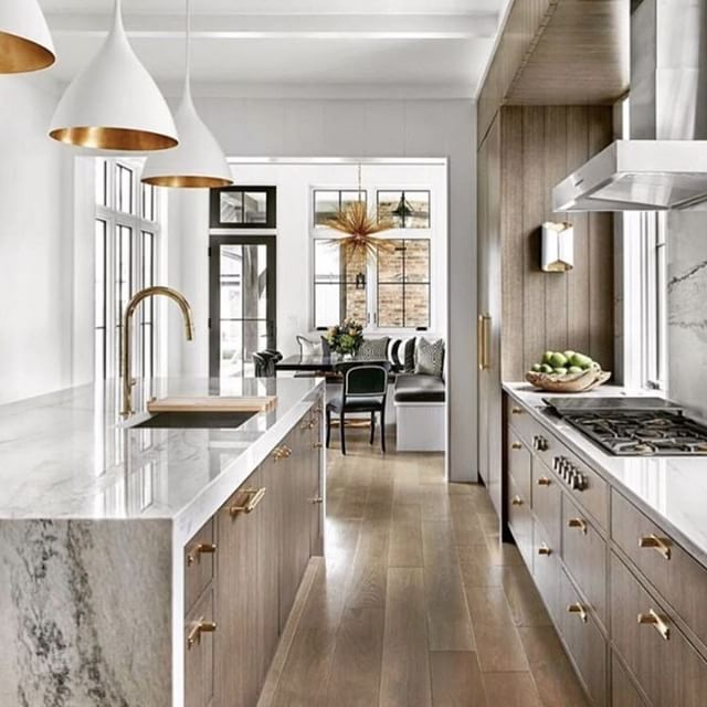 With these elegant interiors featuring marble and gold tones, how could you possibly stay out of the kitchen? * * * #upscaleinteriors #upscaleinteriorsAG #designthelifeyoulove #dekor #innenarchitektur #germaninteriorbloggers #zuhause #dekoration #inneneinrichtung #architekturbüro #interiør #interiör #interiordesigner #interiorstyle #interiorinspo #interiorandhome #interior4all #homestyling #interiorforinspo #passion4interior #interiorlove #interior123 #interiorlovers #interiorforyou #interiorideas #instahome #interiordesignideas #passionforinterior #dreaminterior | via @livingedgeinteriors