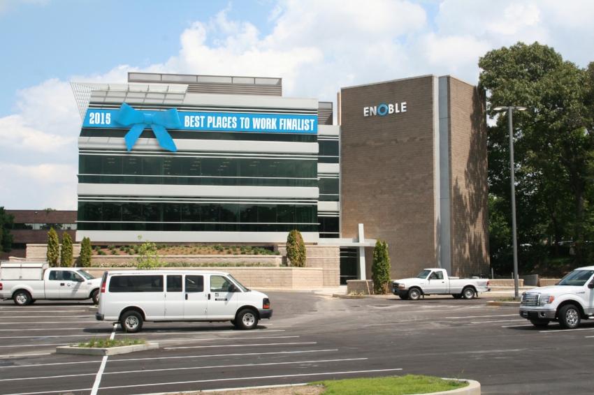Enoble-Business-Capital_Best-Place-To-Work-Building-Ribbon_Events_Mockup_Print-Design_Dreamcapture_Memphis-TN