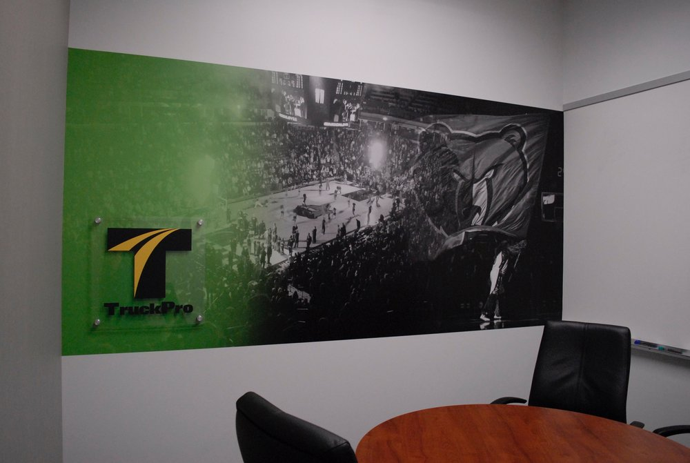 TruckPro_Grizzlies-Room_Finished-Product_Environmental-Graphics_Dreamcapture_Memphis-TN