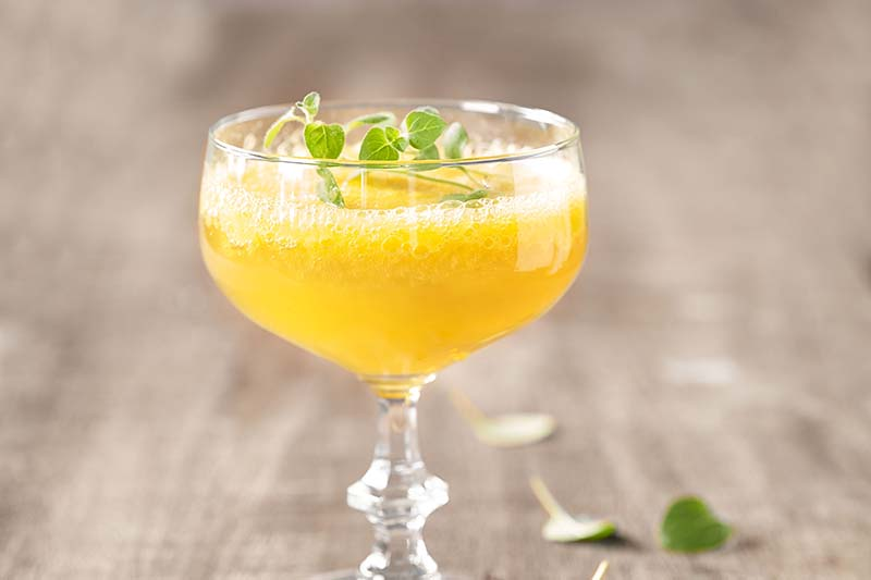 90688 Mocktail met verse mango en gingerale_MR.jpg