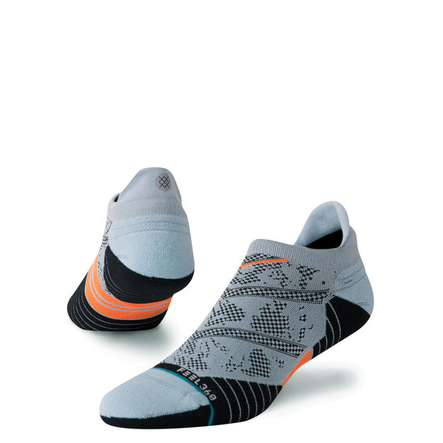 Don't get distracted by the shoes, we're here to talk about the socks. We saw someone at a track session, wearing all-black Nike Epic Reacts with a few centimetres of these socks popping out the top. This sock shape is called 'Tab' and it's what we're going to be rocking with shorts this summer
