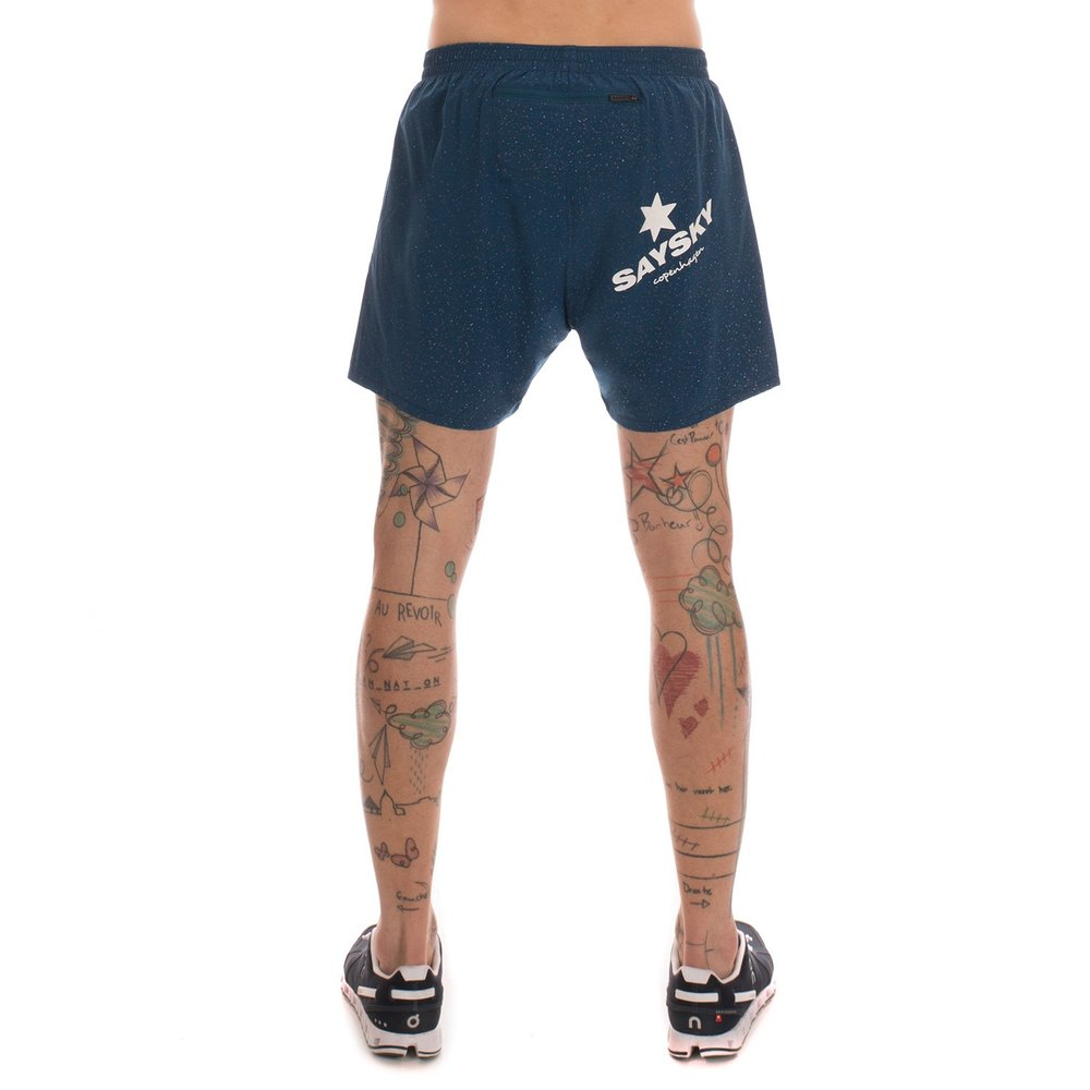 Distraction free shorts, born out of the home of Scandinavian design; Copenhagen. The off-set logo on the bag lets people know what you stand for, when you fly by them; refined and minimal