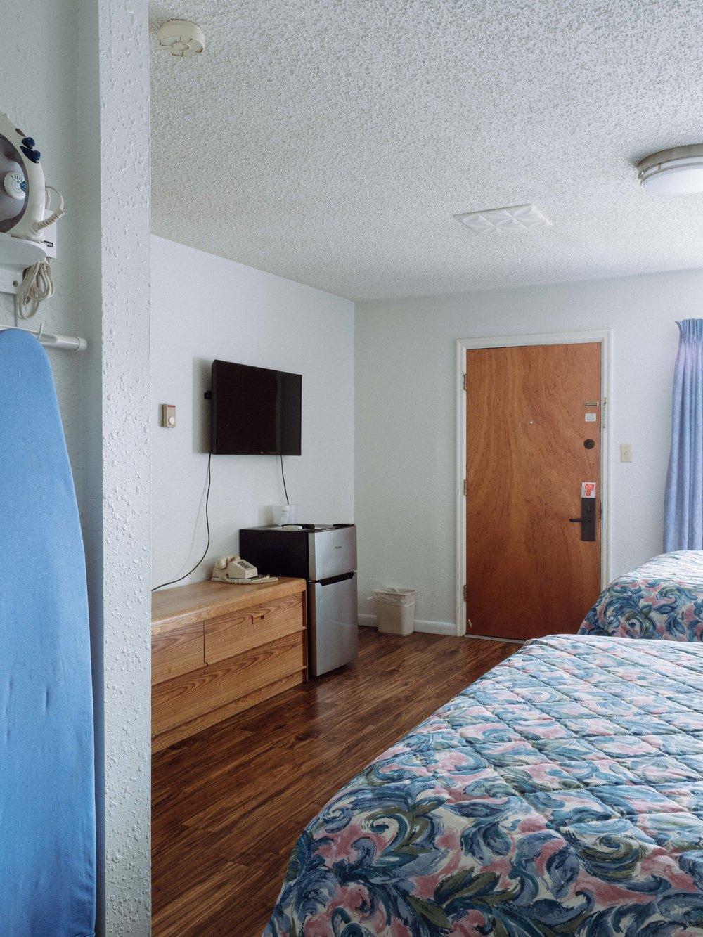 Alternate view, 2 Queen Room