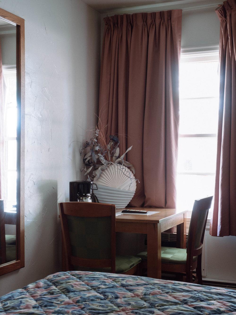 Sitting Area, standard queen room