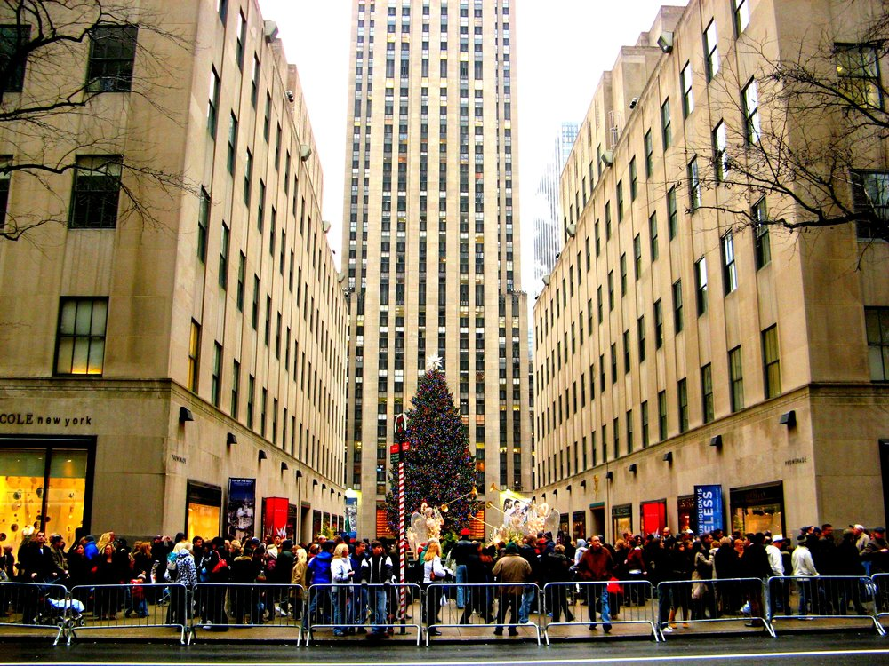 """TravelEZ NYC: Rockefeller Center - The """"City Within a City"""" - Accessibility, Food, Shopping, and Attractions All In One Place."""