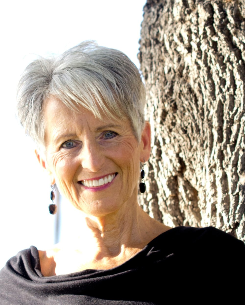 "Christi Christiaens - Certified Health and Nutrition Coach, Motivational Speaker and Author, specializing in Anti-Aging for women""I am passionate about helping my clients to conquer aging and to live a long and healthy life"""