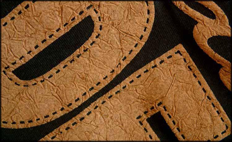 Mokkaväri (suede)   Saatavana ruskeana, mokkamainen pinta.