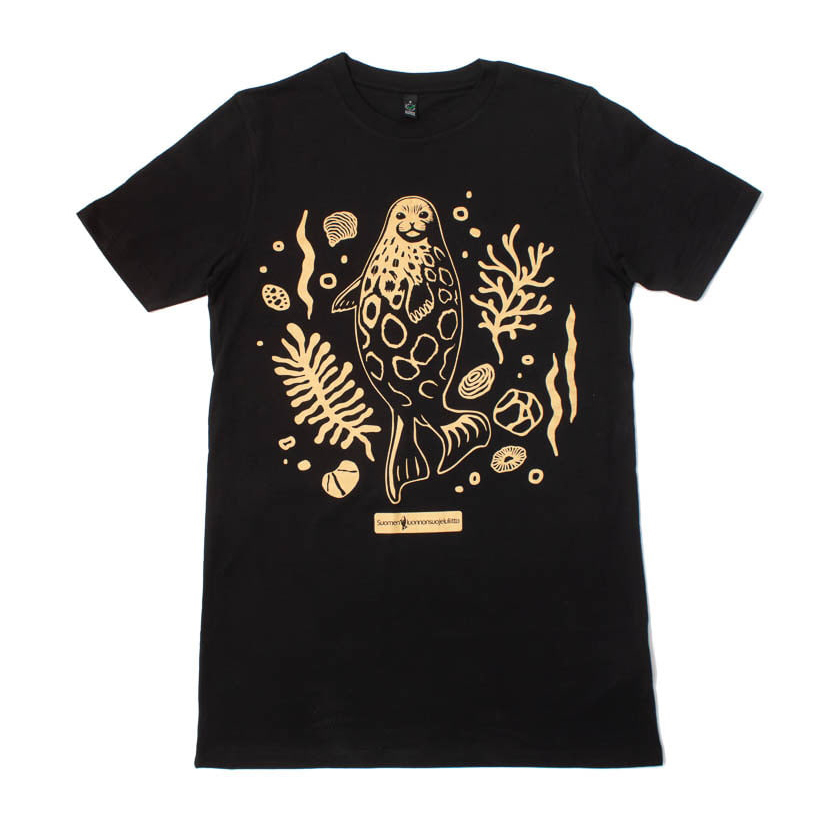 Suomen Luonnonsuojeluliiton pinnan alla -kampanjaan teetettiin ylelliset paidat. Pitkähelmaiset EarthPositive EP13 100% luomupaidat viimeisteltiin vesiliukoisella kultapainatuksella. Tämä on ehtaa luomufäijöniä!